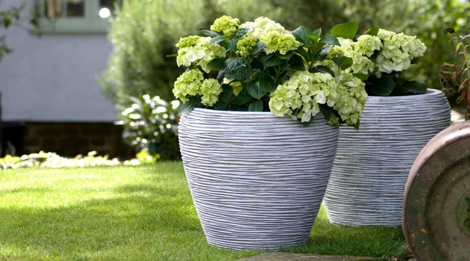 Ваза садовая из цемета OFI1132 86 см
